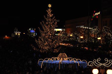 Rozsvícený vánoční strom