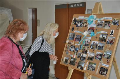 Výstava neziskovek v budově mosteckého magistrátu