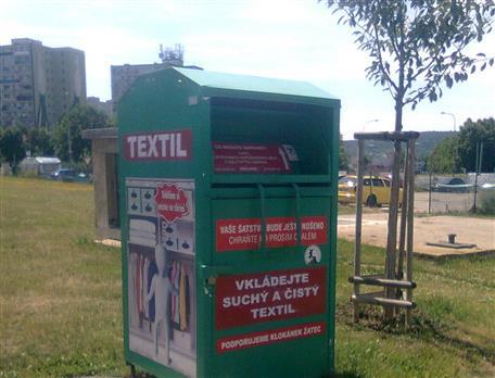 ilustrační foto zeleného kontejneru na textil 101ea61014